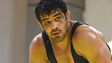 Sushil suffers crushing defeat by fall on return