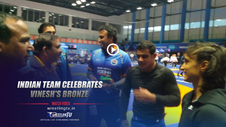 Indian wrestling team celebrates Vinesh bronze medal