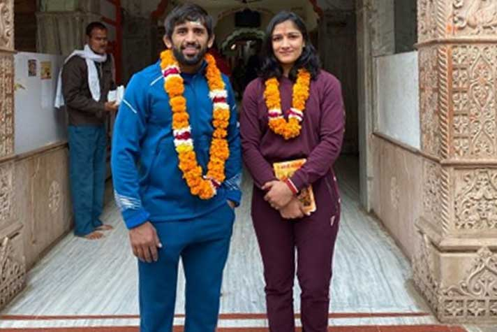 Social Room : Bajrang Punia-Sangeeta Phogat seek blessings at Salasar Balaji temple