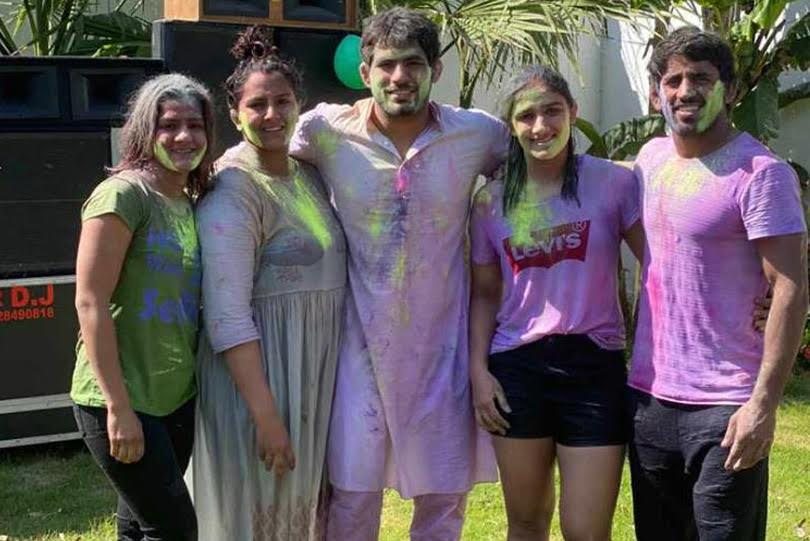 Check how your favorite wrestlers Bajrang Punia, Sushil Kumar, Phogat sisters an others celebrated their Holi !